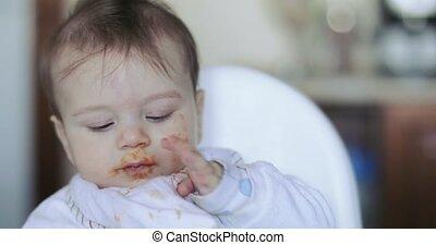 bébé manger, garçon, citrouille