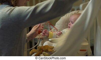 bébé, masque, oxygène, mère