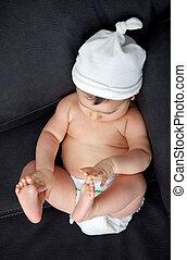 bébé, mignon, peu, couche, sofa