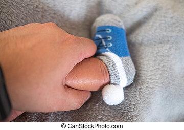 bébé, mignon, pieds, chaussettes