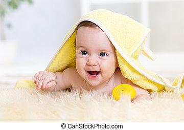 bébé, mignon, serviette, bain