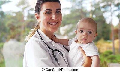 bébé, pédiatre, docteur, clinique, femme
