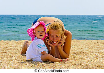 bébé, plage, elle, mère