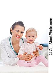 bébé, portrait, heureux, pédiatrique, docteur