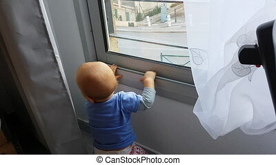 bébé, regarder, fenêtre, par