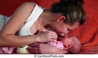 bébé, sien, bras, sommeils, mère