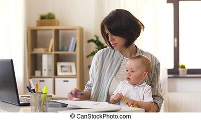 bébé, smartphone, mère, fonctionnement, appeler