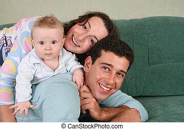 bébé, sofa, 2, famille