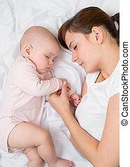 bébé, sommeil, maman, ensemble