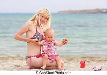 bébé, sourire, plage, girl, mère