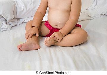 bébé, urination, sommeil, involontaire, pendant