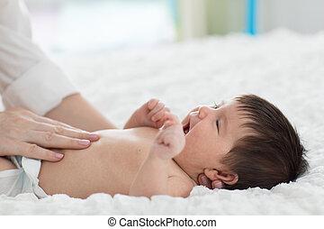 bébé, ventre, masseur, masser