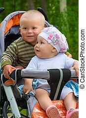 bébés, poussette, deux enfants