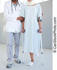béquilles, patient, cou, hôpital, portion, thérapeute, attache, physique