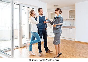 bérlők, vagy, vevő, épület kulcs, ingatlanügynök, odaad