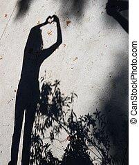 béton, feuilles, femme, baissé, ombre