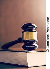 bíró, árverezői kalapács, és, könyv