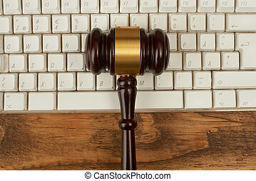 bíró, árverezői kalapács, képben látható, számítógép, keyboard.