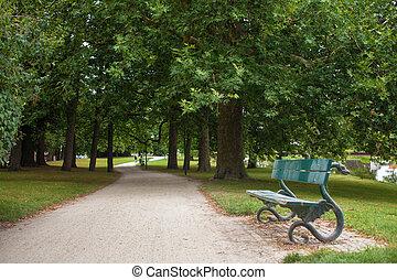 bírói szék, a parkban, kutyát kiállít