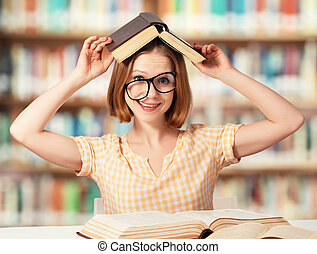 böcker, flicka, glasögon, rolig, studerande läsa, trött