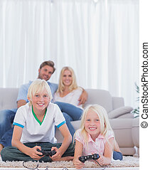 børn, gulvtæppe, boldspil spille video