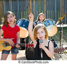 børn, sanger, pige, sang, spille, levende band, ind, baggård