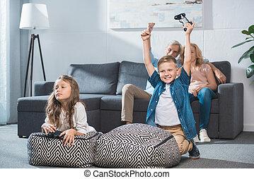 børn spille, boldspil video