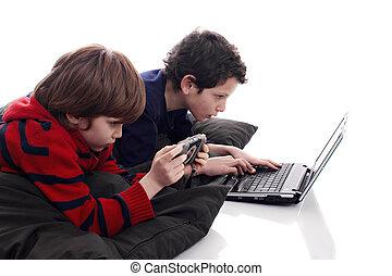 børn spille, computer, og, boldspil video