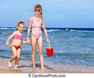 børn spille, på, strand.