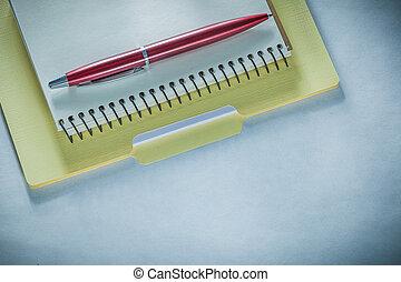 büroordner, papier, notizblock, stift, kugelschreiber