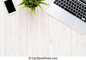 büroschreibtisch, stellen laptop computer zurück, und, blume