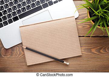 büroschreibtisch, tisch, mit, edv, vorräte, und, blume