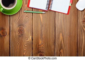 büroschreibtisch, tisch, mit, vorräte, und, kaffeetasse