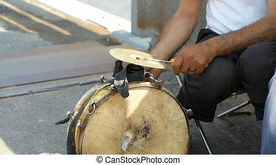 bęben, outdoors, stary, opalony, interpretacja, człowiek
