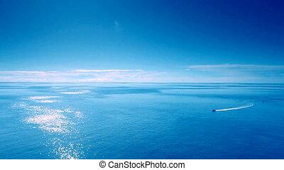 błękitne niebo, łódka, morze