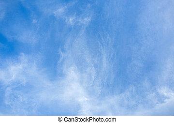 błękitne niebo, chmury