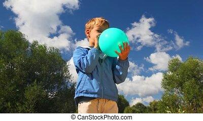 błękitny, chłopiec, balloon, park