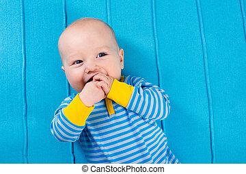 błękitny, chłopiec, koc, niemowlę, trykotowy