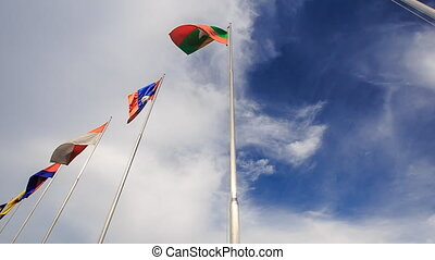 błękitny, flagstaffs, klapa, niebo, many-colored, chorągwie