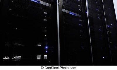 błękitny, hałasy, środek, pracujący, room., light., urządzenie obsługujące, ciemny, dane, ruina, servers.