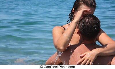 błękitny, kobieta, woda, morze, obejmowanie, całowanie, człowiek
