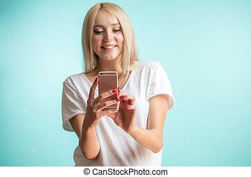 błękitny, smartphone, wzór, blond, używając, tło., jej, piękny