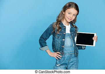 błękitny, sprytny, mały, tabliczka, ekran, cyfrowy, dzierżawa, czysty, uśmiechnięta dziewczyna