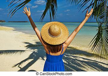 błękitny strój, kobieta, plaża, malediwy