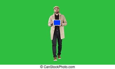 błękitny, tabliczka, mockup, pokaz, pieszy, chroma, młody, ekran, mówiąc, zielony, key., cyfrowy, ekran, człowiek