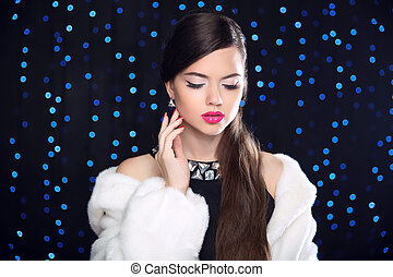 błękitny, wzór, kobieta, futro, piękno, elegancki, na, coat., makeup., światła, fason, brunetka, tło., przedstawianie, biały, święto, norka, dziewczyna