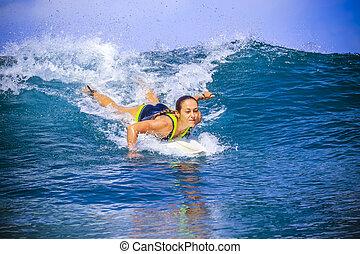 błękitny, zdumiewający, surfer, dziewczyna, machać