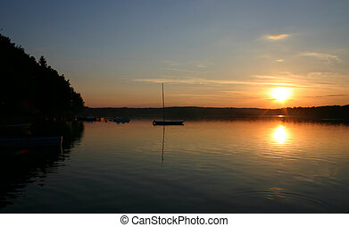 baía, barcos, em, pôr do sol