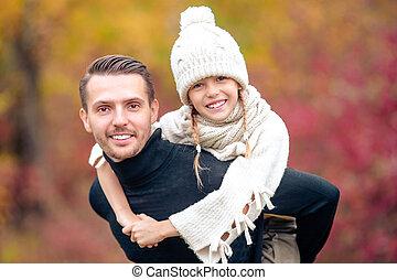 babbo, bello, famiglia, parco, giorno autunno, capretto