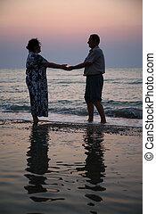babcia, zachód słońca, morze, dziadek
